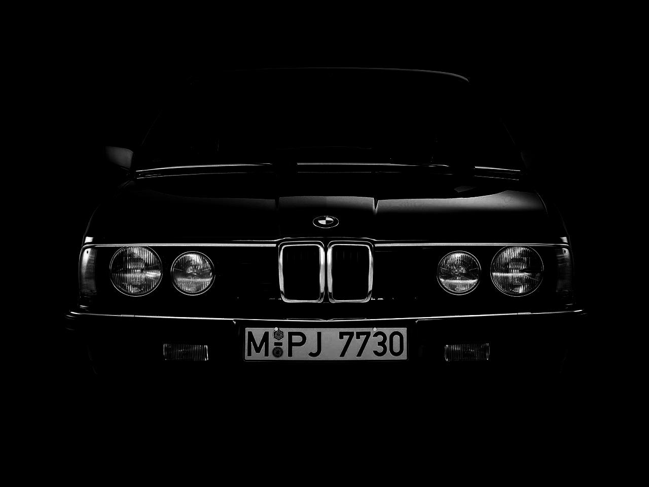 BMW E23 темная