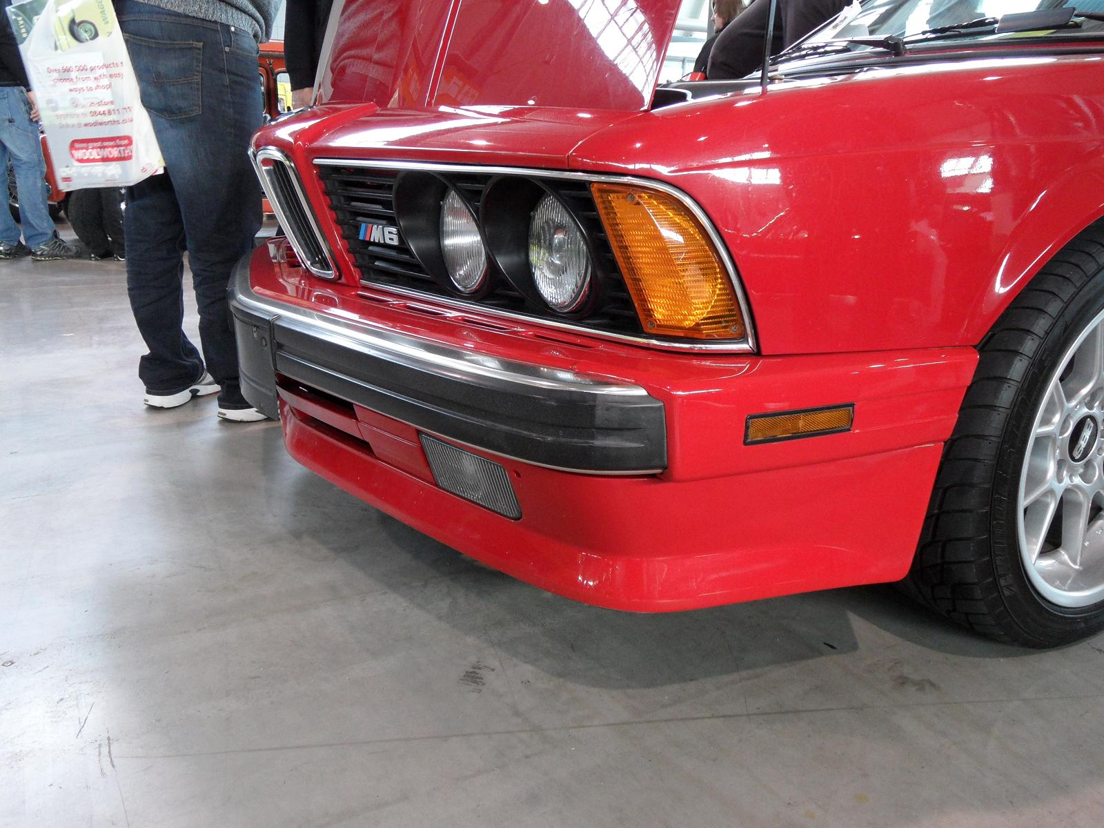 BMW M6 красная