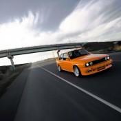 bmw m3 e30 оранжевая