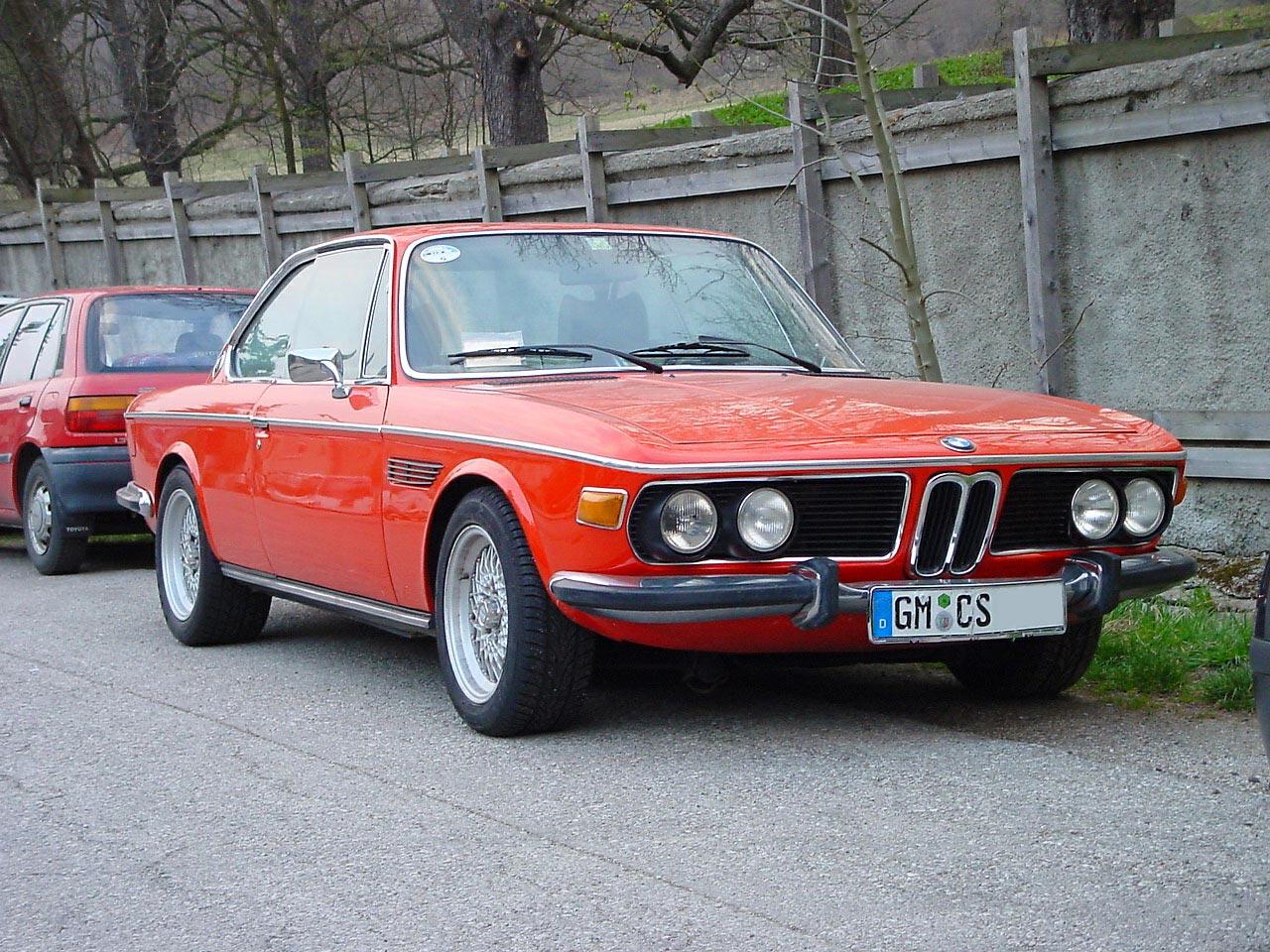 красная BMW CSL e9