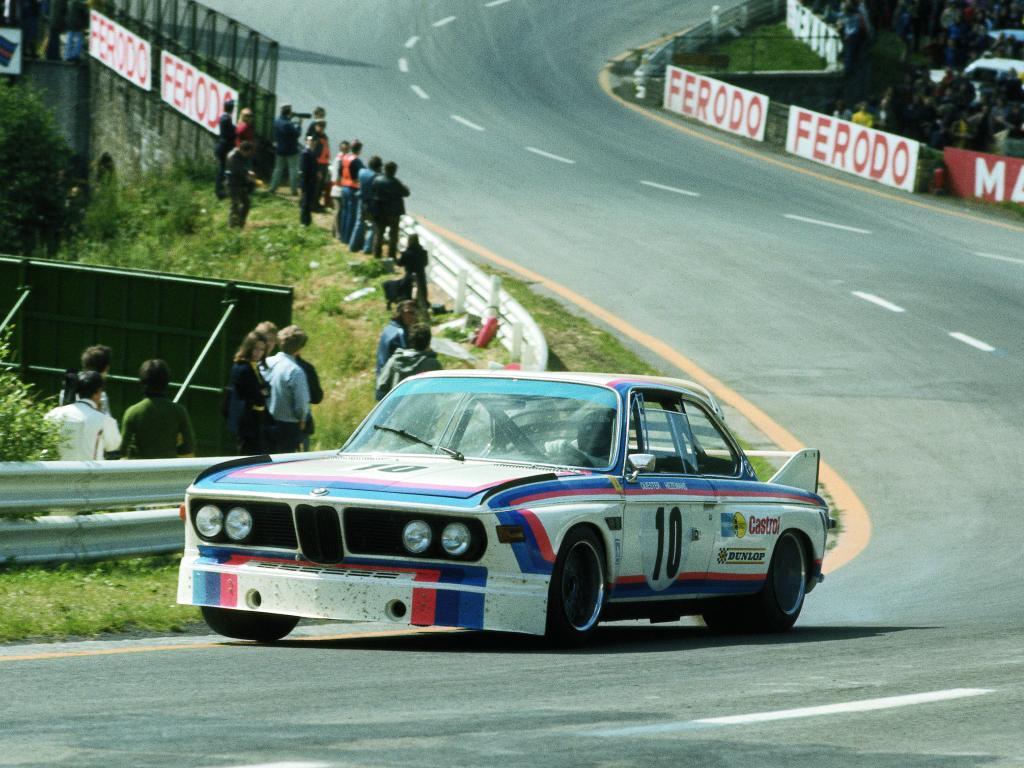 BMW CSL на гонке