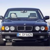 BMW 750 перед