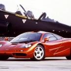 McLaren F1 красный