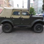 зеленый джип